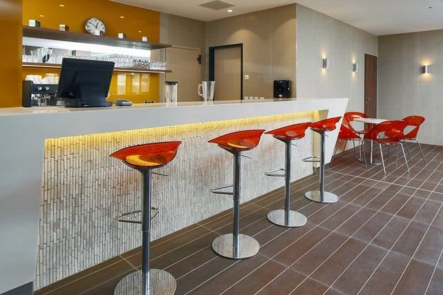 """Egzotikus kőburkolatok hazánk első """"felnőttbarát"""" szállodájában"""