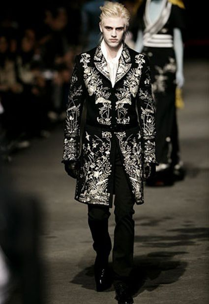Modern rococo fashion men the image kid for Baroque fashion trend