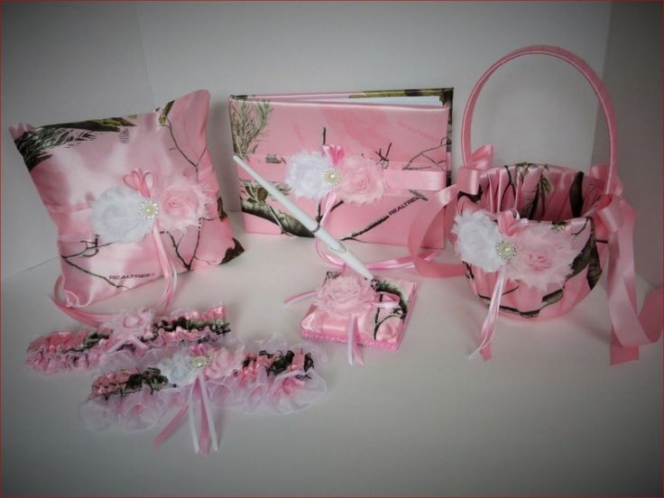 Best 25 pink camo wedding ideas on pinterest camouflage for Pink camo decorations