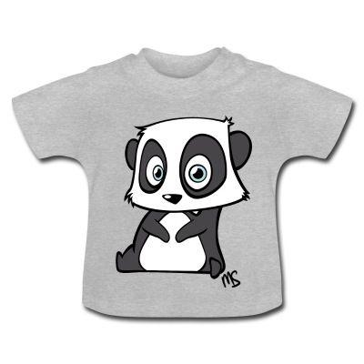 Camiseta de manga corta para bebés, 100% algodón de cultivo biológico. En el hombro izquierdo se encuentran botones automáticos hechos sin níquel para ampliar la abertura y que el vestir y desvestir al bebé se haga más fácil.   #spreadshirt #mycshopspreadshirt #babytshirt #camisetabebe #fashionbaby #cute #nice #beautiful #style #babystyle #modabebe  #sweet #dulce #adorable #bonito #lovely #fashionkids #panda #animal #adorable