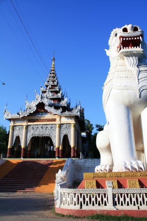 8mの高さの2頭のライオン、「チンテージナッカ」がお出迎え。マンダレーヒル。ミャンマー 旅行・観光のおすすめスポット!