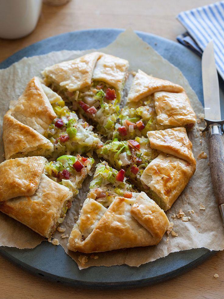 Ανοιχτή πίτα με καραμελωμένα πράσα και πανσέτα