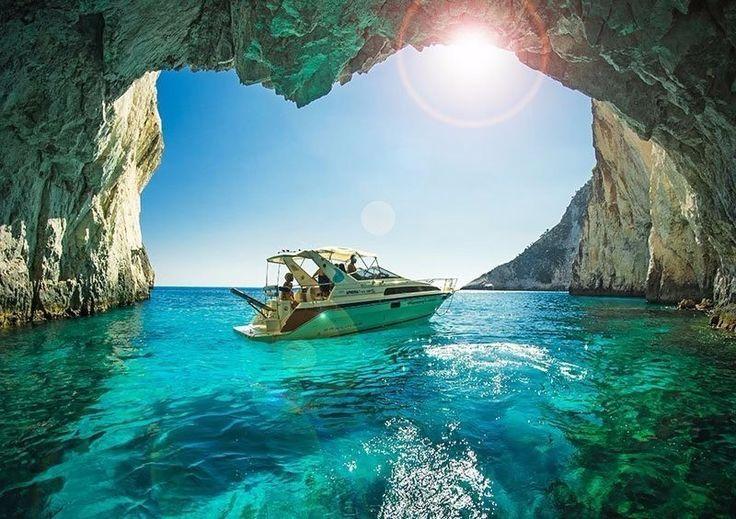 Чистейшая вода в пещерах Кери, Закинтос, Греция
