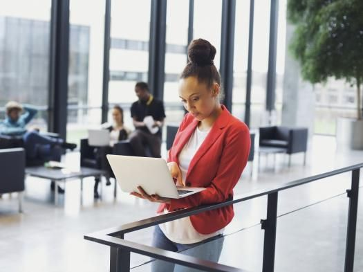 The future of the office desk: sitting, standing or the kitchen table? | Robert Half Work Life