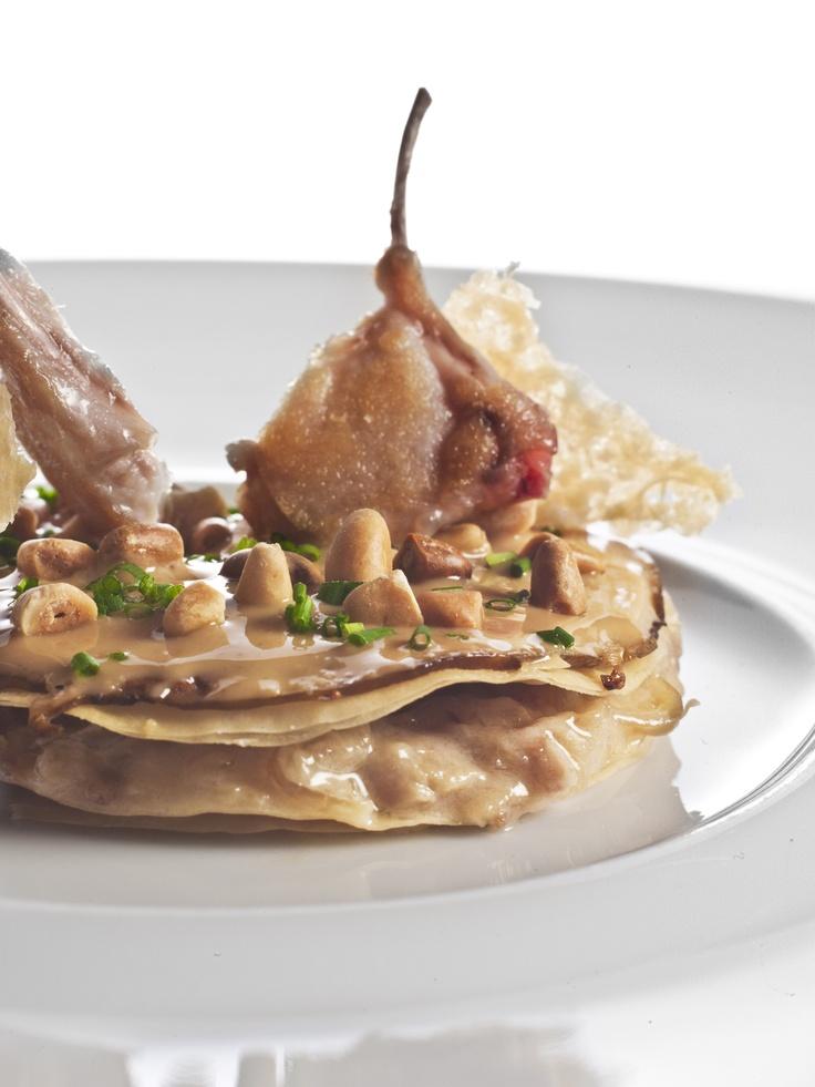 Tarta de ceps con cebolla confitada y costillas de conejo
