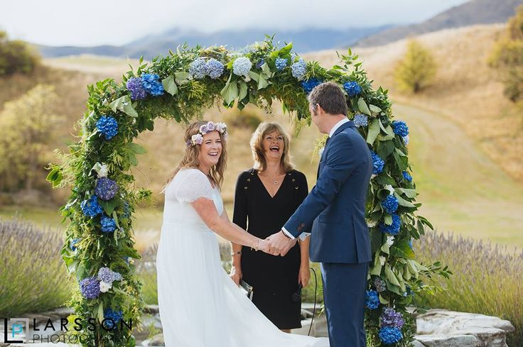 Spring is in the air in #Queenstown! #destinationwedding #springwedding #queenstownwedding #newzealandwedding