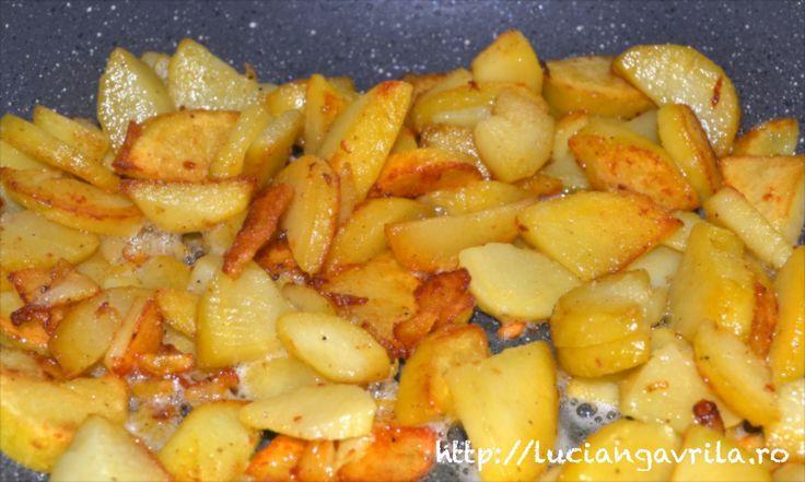 Cartofi fierți în coajă, trași în unt