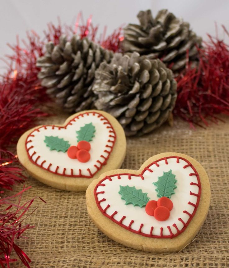 """Pretty Christmas sugar cookies with """"stitch"""" detailing"""
