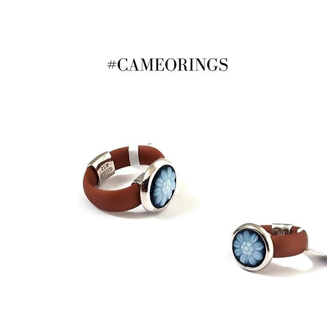 Daisy flower blueagate stone cameoring set in 925 sterling silver with rubber ring.       #donadiojewelry #cameojewelry #Etsyseller