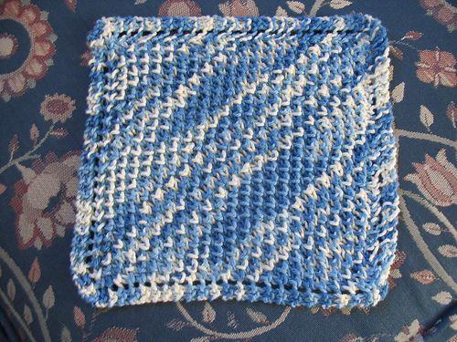 Free+Knitting+Pattern+-+Dishcloths+&+Washcloths+:+Diagonal+Bee+Stitch+Cloth