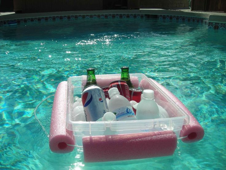 $2 DIY beverage float - Genius!Pool Noodles, Plastic Containers, Pools Noodles, Pools Coolers, Storage Containers, Floating Coolers Diy, Diy Beverages, Beverages Floating, Diy Genius