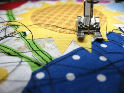 Raw-Edge Appliqué Tips & Free Pattern « Sew,Mama,Sew! Blog http://sewmamasew.com/blog2/2010/04/raw-edge-applique-tips-free-pattern/