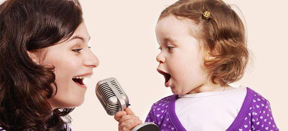 Έχετε βαρεθεί να ακούτε ξανά και ξανά τα κλασικά (και λίγο εκνευριστικά) παιδικά «εμπορικά» τραγούδια; Συγκεντρώσαμε 15 πρωτότυπα, τρυφερά τραγουδάκια που ξετρελαίνουν μικρούς και μεγάλους!