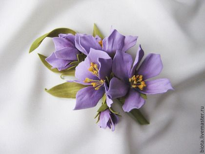 Броши ручной работы. Ярмарка Мастеров - ручная работа Бутоньерка с сиреневыми цветами из фоамирана. Handmade.