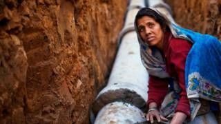 Image copyright                  AFP                  Image caption                     La mayoría de la esclavitud moderna ocurre en Asia.   Pueden estar sirviendo en barcos de pesca debido a una deuda, sometidas a matrimonios forzados, detenidos contra su voluntad como empleados domésticos o atrapadas en burdeles bajo amenazas de violencia. Estas son algunas de las formas de la llamada esclavitud moderna. Más de 45 millones de personas viven hoy en dí