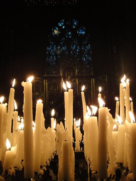 1270575804-maastricht-Netherlands-Europe-Maastricht.JPG (450×600) This is modern. But the surprising wealth of st Anne's in the Wood would support the idea of a lot of candle light for special occassions.