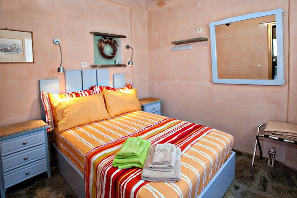 The Yellow house is a #holiday maisonette (105,40 sq m) that can host 6-8 guests and consists of 4 bedrooms, 3bathrooms, a kitchen and a living room and spacious yards with a private pool http://www.tinos-habitart.gr/yellow-house.php