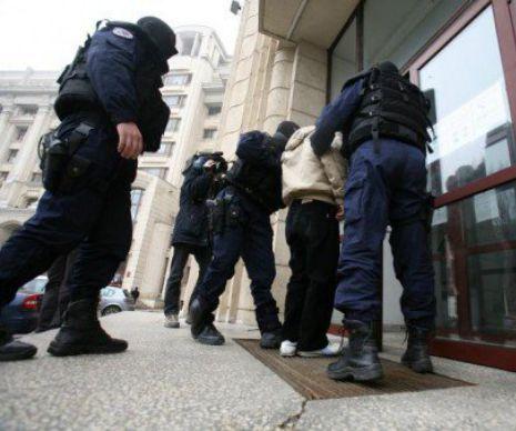 14 percheziţii în cinci judeţe, la firme de construcţii. Prejudiciul este de peste ZECE milioane de euro I UPDATE - Poliţiştii au efectuat, marţi dimineaţă, 14 percheziţii în judeţele în judeţele Caraş-Severin, Mehedinţi, Olt, Timiş şi Teleorman, la firme de construcţii şi la administratorii acestora. Suspiciunile sunt de evaziune fiscală şi spălare de bani și vizează ...