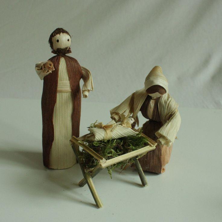 """""""Narodil se Kristus Pán..."""" - svatá rodina 2 Interiérová dekorace svatá rodina - vánoční betlém v přírodních barvách volně stojící. Výška stojící figurky je 15 - 117 cm. CENA JE POUZE ZA SVATOU RODINU JASEF, MARIA A JEŽÍŠEK V JESLIČKÁCH). Na poslední fotografii je více figurek - pro vaši představu. Základní betlem se může doplňovat o další figurky."""