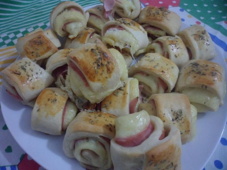 Pãezinhos de presunto e queijo - Ideal Receitas