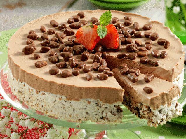 ALLERS.NO:Daimiskake med sjokolade er en sikker vinner å servere til både store og små! Denne oppskriften holder til mange kakemonser. Daimiskake (12–14 biter) Nøttemarengsbunn:3 eggehviter1 ½ dl sukker100 g finhakkede hasselnøtter50–100 g mørk sjokolade