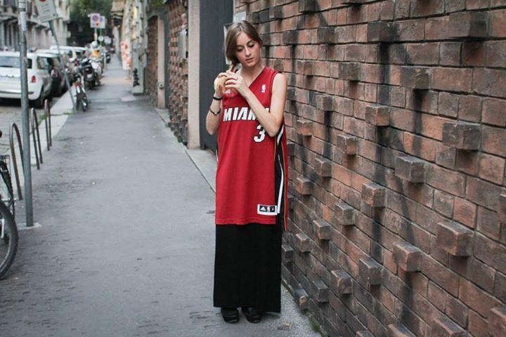 La canotta replica basket di #adidas #Originals, da portare in versione girly con una gonna fino a terra o un jeans attillato, è uno dei must di questa stagione. La trovate da #AW_LAB, in store e sullo shop online, in versione Boston Celtics, LA Lakers, Miami Heat, e nell'edizione speciale dedicata al campione dei Chicago Bulls Derrick Rose.