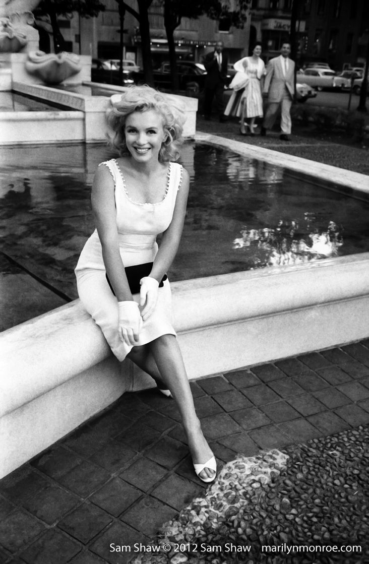 Beautiful Marilyn Monroe sitting next to a fountain. By Sam Shaw.