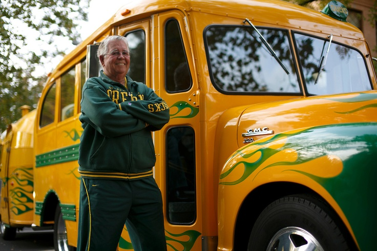 Alumnus Ron Maier stands in front of his decked-out Oregon bus. The bus is equipped with the ultimate tailgating gear and a festive interior to enhance any football tailgate. (Mason Trinca/Emerald).