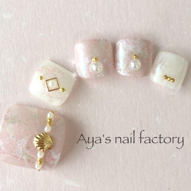 ネイル 画像 Aya's nail factory 高槻 1533306 スモーキー ピンク 白 シェル シンプル タイダイ マリン デート 夏 リゾート 海 ソフトジェル フット