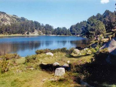 Lac dans les Pyrenees-Orientales Guide du tourisme des Pyrénées-Orientales Languedoc-Roussillon