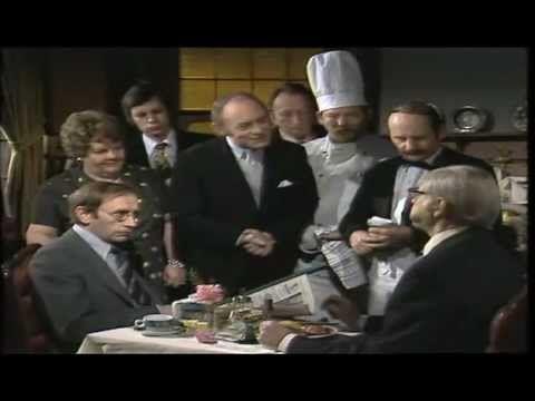 Loriot - Von Steinläusen, schiefen Bildern und gepflegter Gastronomie 1976 - YouTube