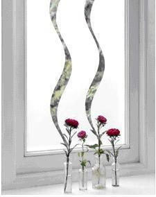 Si quieres que tus ventanas luzcan diferentes los vinilos adhesivos son la opción ideal. Algunos diseños son muy elegantes, y los hay también originales y divertidos. Son prácticos, fáciles de colo...
