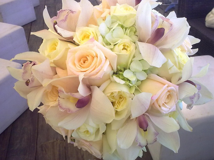 15 best bridal bouquets with carnations images on pinterest bridal bouquets wedding bouquets. Black Bedroom Furniture Sets. Home Design Ideas