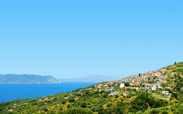 Waw! Sikke en udsigt - det er blot en af mange smukke udsigter, som du kan opleve på Skopelos. Se mere www.apollorejser.dk/rejser/europa/graekenland/skopelos