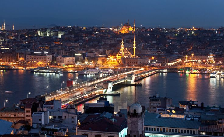 The Galata Bridge was the link between the old town home to the imperial palace and main Ottoman institutions and other districts with a high number of non-Muslims or foreigners.