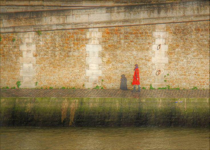 Passeggiata sungo la Senna contorni sfumati quasi una illusione... #parigi #paris #shot #senna #francia #france #travel #thisismyeurope #igersparis #travelling #viaggio #viaggiare #fotografi_italiani #fotografia #photography #instalike #instalife #instamoment #l4l #like4like #likeforlike