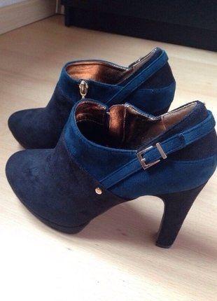 À vendre sur #vintedfrance ! http://www.vinted.fr/chaussures-femmes/bottes/33468494-boots-seaside-daim-noir-et-bleu-canard