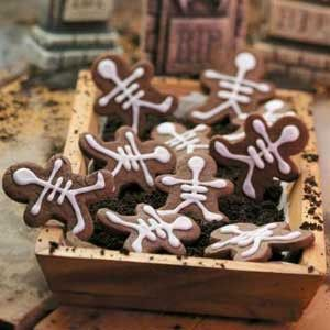 Skeleton Cookies. Hah! clever. never thought of icing this way - Click image to find more Holidays & Events Pinterest pins