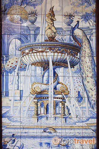Detalle de un azulejo. Fachada de la taberna La Fontana de Oro. Calle de la Victoria. Zona de Huertas. Madrid