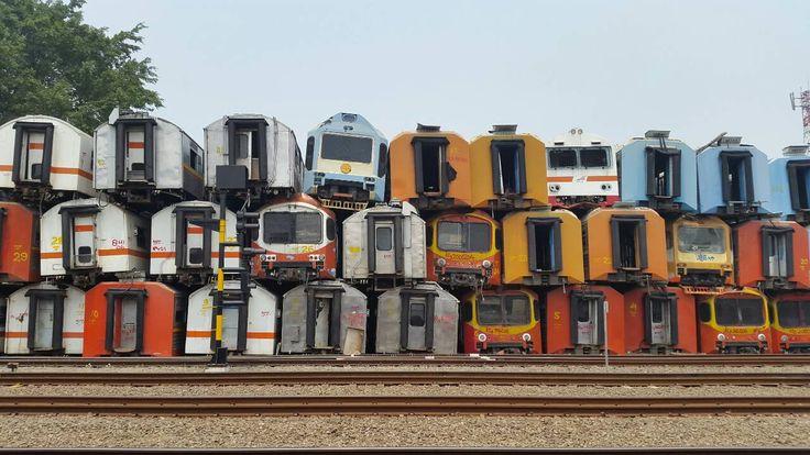 Pesona Kuburan Kereta Yang Begitu Unik Di Stasiun Purwakarta | PiknikDong