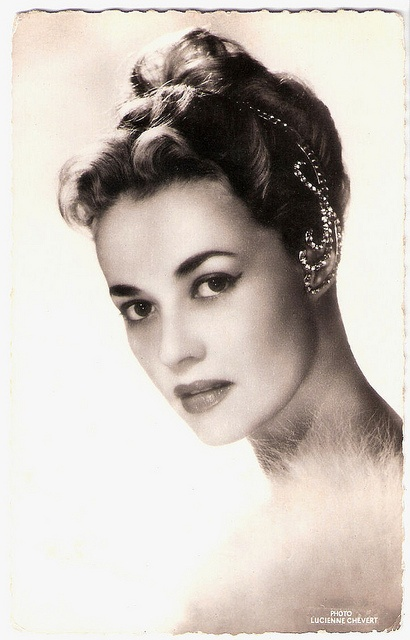 That headpiece is amazing! (Jeanne Moreau) French actress