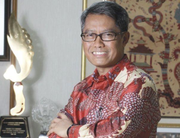 Tak berlebihan jika menyebut Prof. Dr. Med. Tri Hanggono Achmad, dr. sebagai salah satu Rektor Terbaik Indonesia. Betapa tidak, sejak dipercaya menakhodai Universitas Padjajaran (UNPAD), Bandung pada