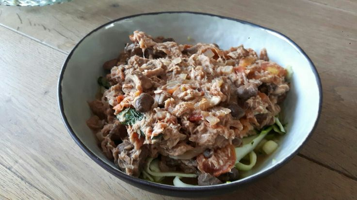 Courgetti met tonijnbolognese. Recept my foodness
