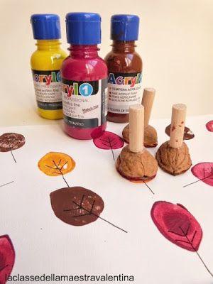 Dopo gli aghi di pino sono passata alle noci... quanto mi piace utilizzare gli elementi naturali per pitturare!!!Per realizzare questi timbri occorrono metà gusci di noce, gomma crepla e piccoli cilindretti di legno.Con la colla a caldo incollate tre...