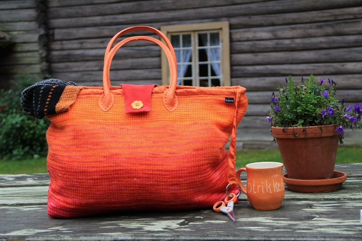 The gorgeous Fade & Speckle Bag by Helle Slente Design | custom made hand dyed yarn kit