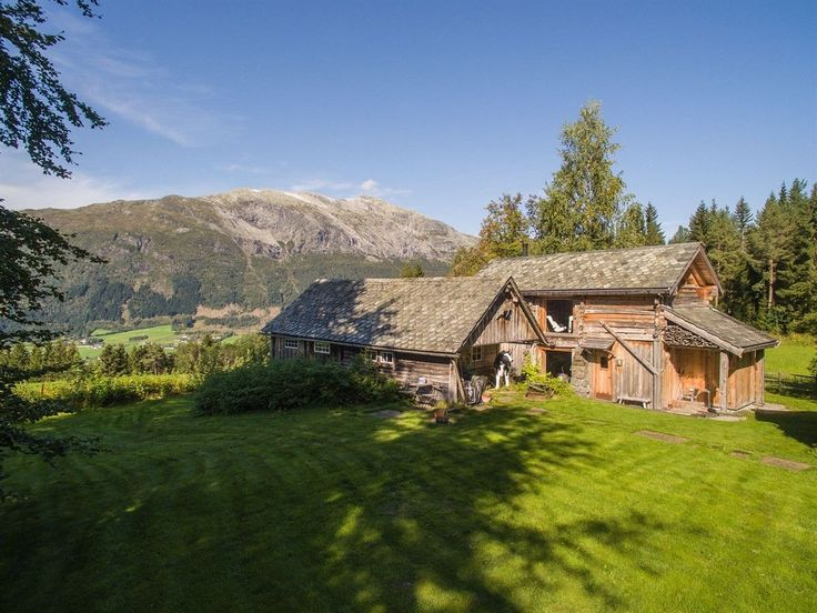 (8) FINN – Kvitheimstunet er en skjermet og idyllisk eiendom i Storåsen på Voss, med storslagen panoramautsikt mot Bavallen.