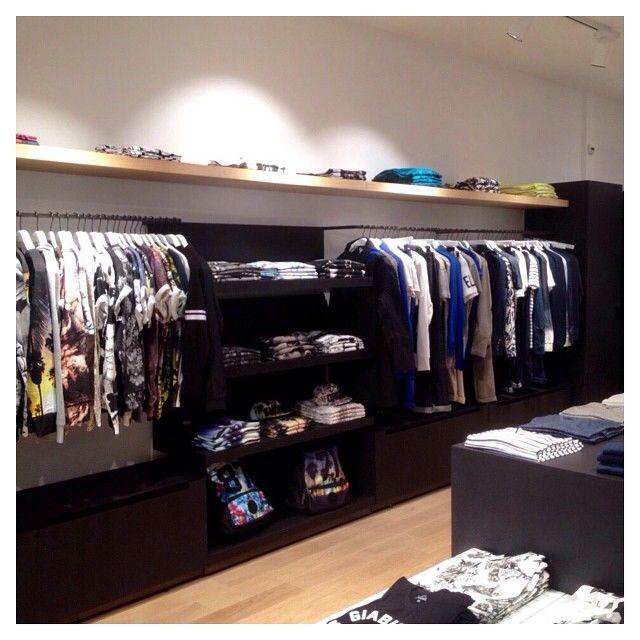 Notre nouvelle boutique ELEVENPARIS la Défense est désormais ouverte! Rendez-vous au centre commercial @les_4_temps -- Welcome La Defense  Our new ELEVENPARIS store has just opened in @les_4_temps!