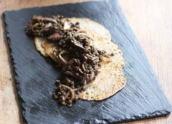 [[[[[[Kolay Malzemeliler: Mantar Kızartması, Pancar Salatası]]]]]] Yaban Mersinli Mısır Ekmeği Çöreği (Muffin), Bezelyeli ve Kızarmış Cevizli Kremalı Kabak Makarna, Mantar Dolma