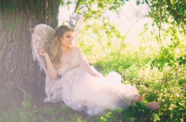 Angelic bridal portraits. #weddings. To see more like this go to http://greenweddingshoes.com/angelic-bridal-portraits/