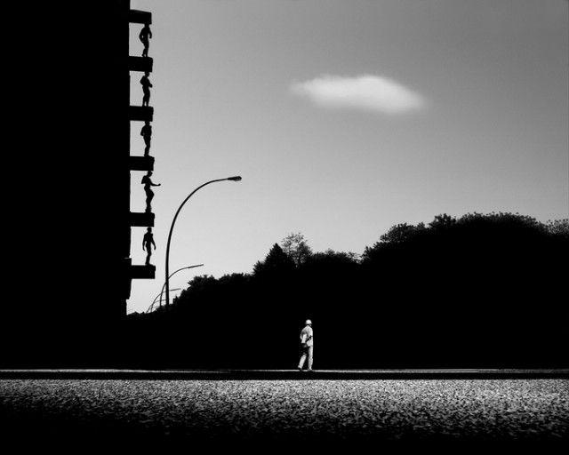Monochromatic Landmark Photography // Gabriele Croppi est un photographe italien qui vit et travaille à Milan tout en enseignant à l'Instituto Italiano di Fotografia. Avec sa série « Metaphysics of the Urban Landscapes », il nous délivre de superbes images en noir & blanc de lieux mondialement connus avec des jeux de luminosité et de contraste parfaitement maîtrisés.